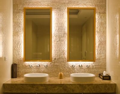 Obklady v koupelně – které ji opticky změní?