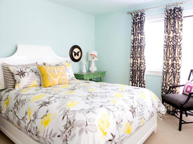 DP_valencich-blue-bedroom-floral-bedspread_s4x3_lg