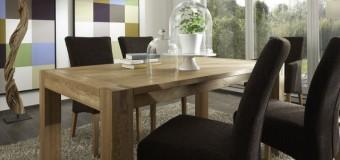 Masivní jídelní stůl jakožto vhodný doplněk do každé domácnosti